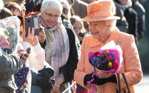 Regina își caută un majordom nou pentru Buckingham Palace. Care este salariul și ce avantaje are această slujbă