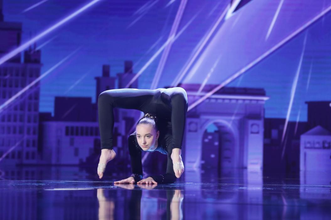 Andreea Tucaliuc, o contorsionistă de 14 ani a impresionat juriul de la  Românii au talent