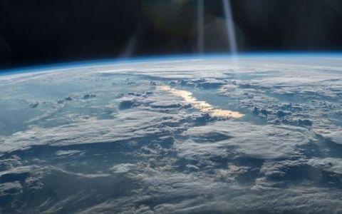 YODA.RO: Explozii misterioase detectate de un satelit rusesc în atmosfera Pământului!