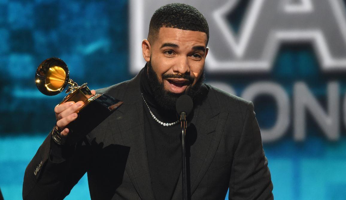 Drake și-a luat husă de telefon din aur alb și diamante, de 400.000 de dolari. Cum arată aceasta
