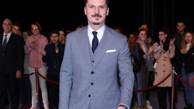 Emilian Oprea, din serialul VLAD, asaltat de admiratoare la evenimentul de lansare a filmului