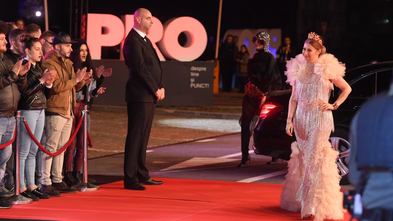 Anamaria Prodan și Iulia Albu, împreună pe covorul roșu, la evenimentul grandios de lansare a superproducției VLAD