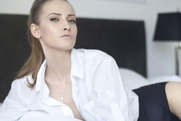 Iulia Albu,  Presing la dressing  la Jazzy Jo:  Geanta asta e bună doar de sacoşă de prune