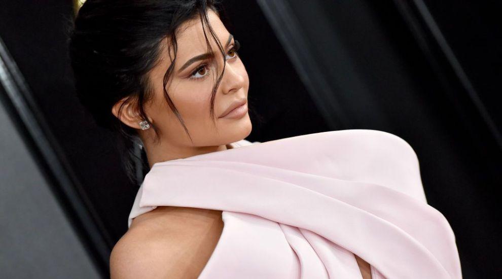 E sexy de milioane, dar şi cel mai tânăr miliardar din lume: Kylie Jenner, din familia Kardashian, în topul Forbes