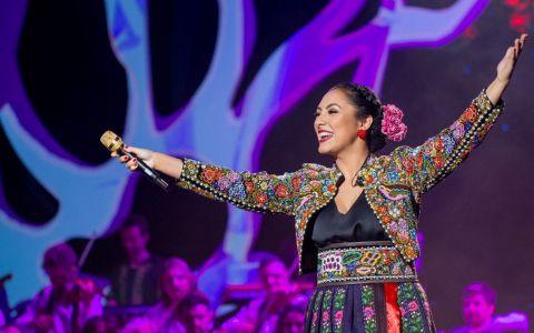 Andra pleacă în turneu cu show-ul Tradițional, iar prima escală e Londra