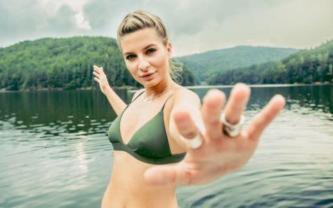 Ana Baniciu a lansat piesa Faci sau taci, cu o săptămână înainte de debutul pe marile ecrane