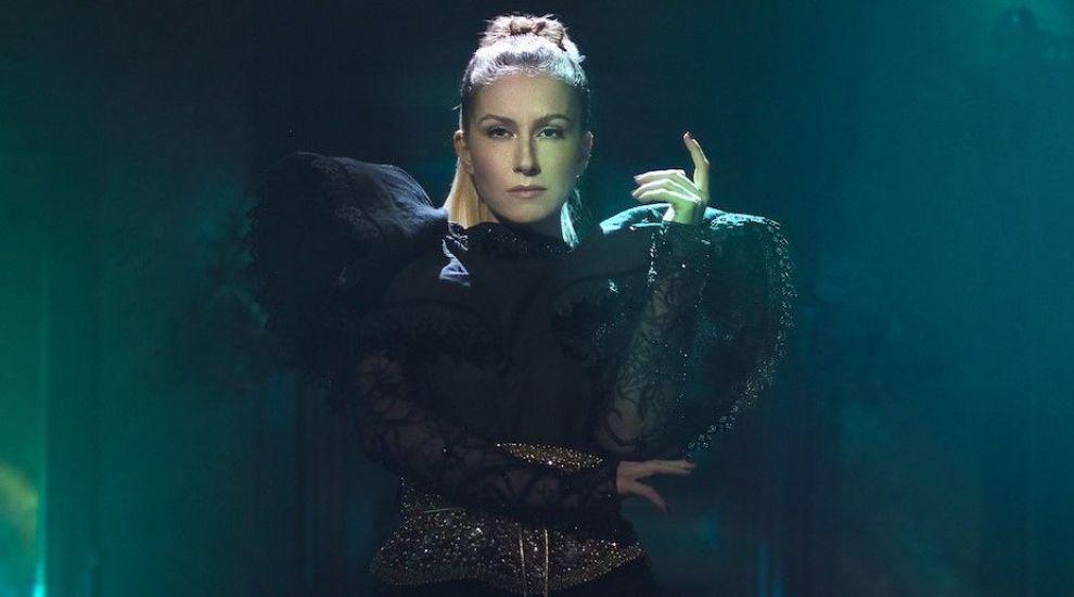 """Căștigătoarea Selecției Naționale Eurovision, Ester Peony lansează clipul piesei """"On A Sunday"""""""