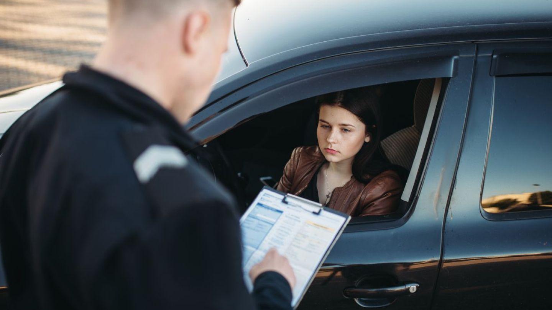 Ce amenzi riscăm să primim atunci când suntem opriți de poliție
