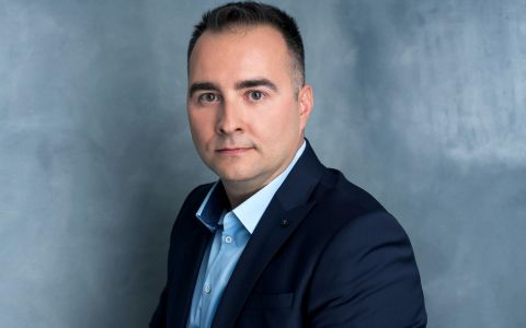 Guvernare urât mirositoare , un reportaj de Rareș Năstase. Duminică, la România, te iubesc!