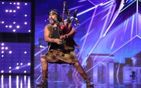Juan Esteban Alul a făcut show pe scena  Românii au talent :  Mel Gibson cu prietena