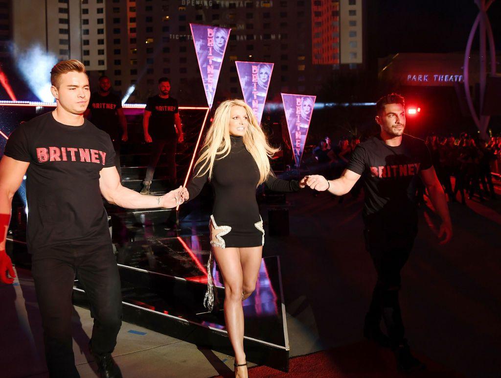 După ce a renunţat la turneul promis fanilor, Britney Spears se internează într-o clinică de psihiatrie