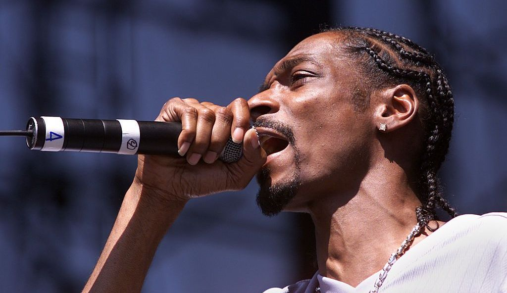 Snoop Dogg și-a lansat un nou videoclip. Niște români l-au ajutat