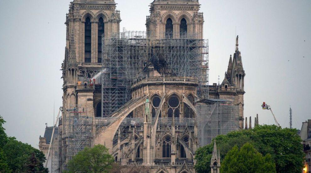 Semnficaţia incendiului de la Notre-Dame: un episcop vede un mesaj pentru Franţa, unii internauţi îl zăresc pe Iisus
