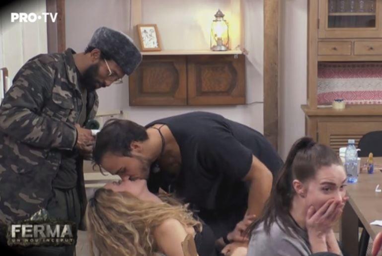 Matei o sarută pe Otniela, spre uimirea celorlalți concurenți