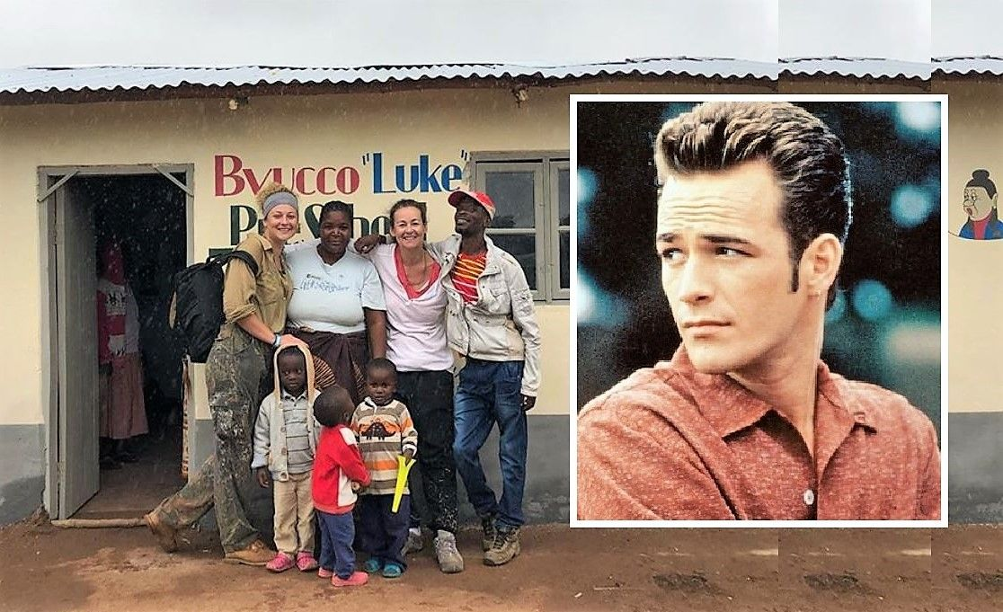 O școală din Africa, ridicată din donații, a primit numele actorului Luke Perry
