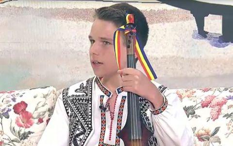 VIDEO El este puștiul care face magii cu vioara