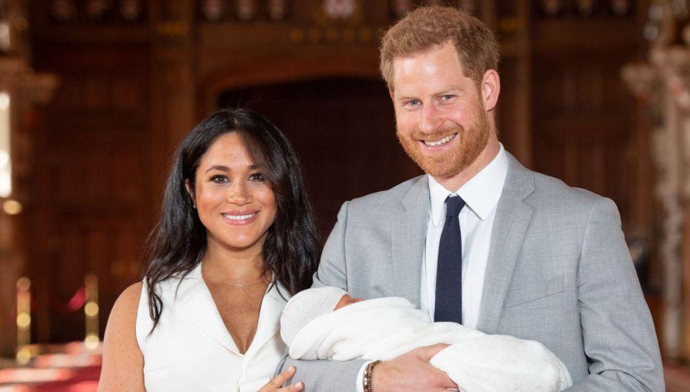 Primele poze cu Meghan și Harry, alături de bebelușul lor regal