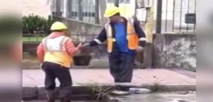 VIDEO E pe bune, nu e țeapă! Toarnă apă peste apă