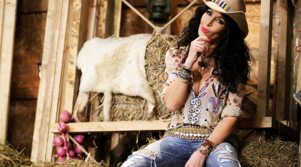 Mihaela Rădulescu își petrece noaptea în fermă!