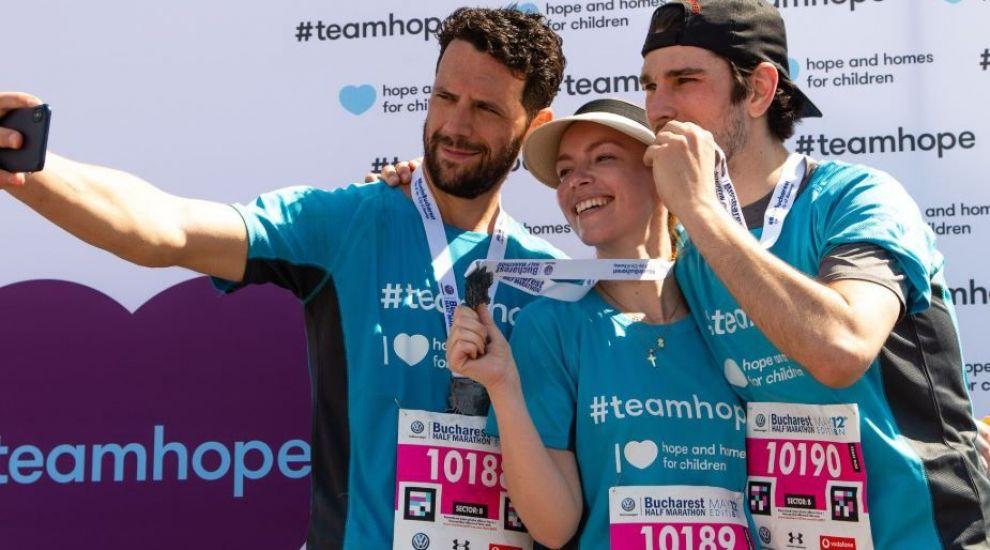 Vedetele PRO TV au alergat la Semimaratonul București. Câți bani au strâns pentru Fundația Hope and Homes for Children