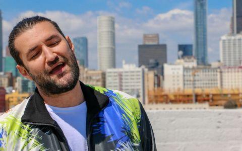 Smiley a lansat prima lui piesă despre nimic, iar în videoclip are un invitat surpriză