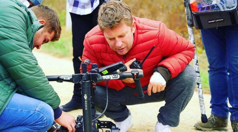 Pavel Bartoș debutează ca regizor de film. Care e povestea comediei Romanian Tradition