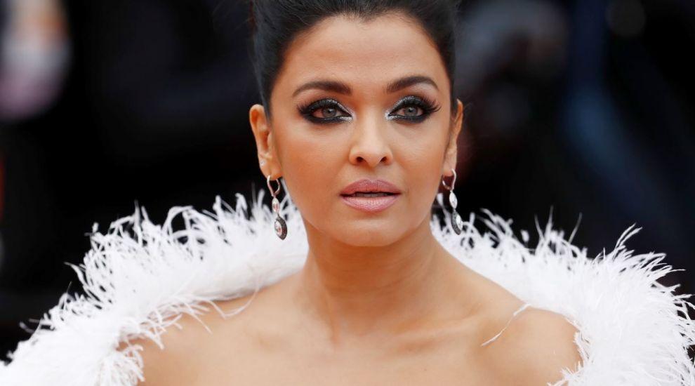 Aishwarya Rai, cea mai extravagantă apariție pe covorul roșu la Cannes