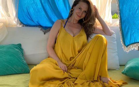 Adela Popescu, despre cele mai frumoase amintiri din vacanţa alături de părinţi