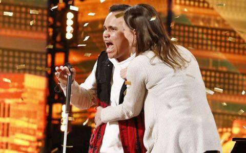 Un tânăr de 22 de ani, orb și autist, a luat Golden Buzz-ul la America s Got Talent. Vezi momentul spectaculos