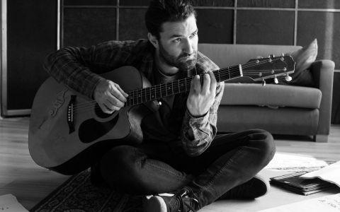 Smiley va cânta melodia  Song about nothing  în marea finală de la Românii au talent