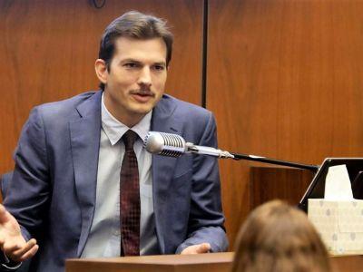 Ashton Kutcher și-a lăsat mustață. FOTO: Getty Images