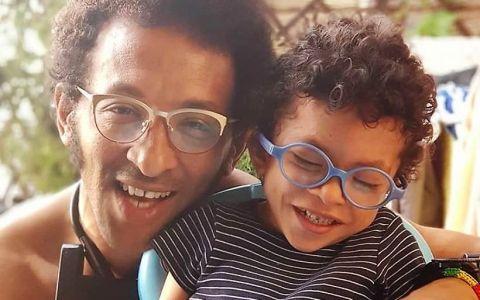 Video emoționant cu fiul lui Kamara. Micul Leon recită poezii și cântă, pe patul de spital