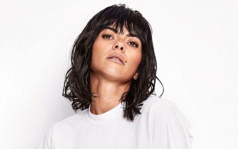 Pe ritmuri latino, INNA lansează albumul  YO .  Marea mea pasiune este să fac oamenii fericiți