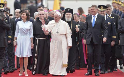 Papa Francisc, vizită istorică în țara noastră:  Dumnezeu să binecuvânteze România