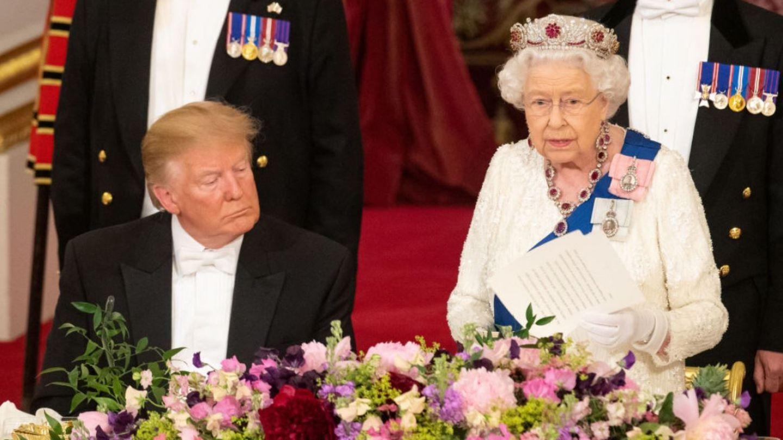 Momentul în care Donald Trump ațipește în timpul discursului reginei Marii Britanii (VIDEO)