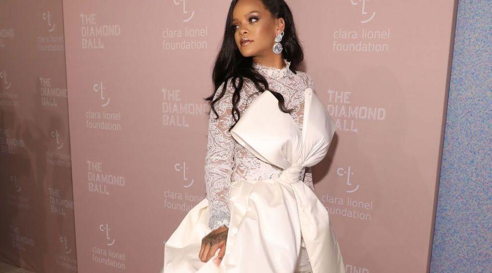 Rihanna a fost numită oficial de Forbes cea mai bogată cântăreaţă din lume! Vezi ce avere are artista