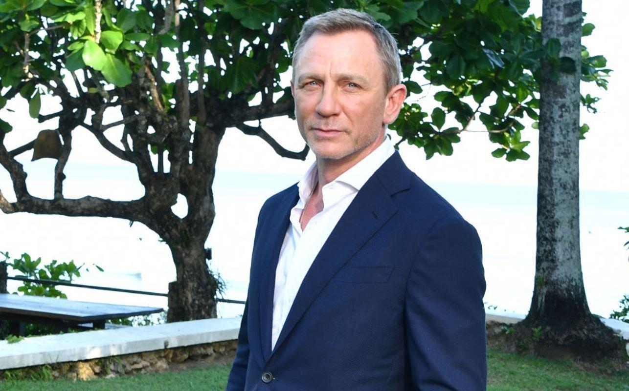 Daniel Craig, în cârje după un accident suferit la filmările pentru Bond 25. Ce se întâmplă cu filmul