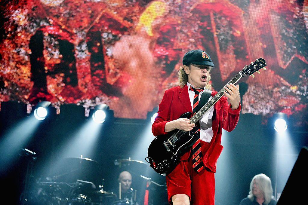 Cât te costă să-ţi cânte AC/DC la nuntă. Prețul plătit de Sergio Ramos pentru nunta cu frumoasa  Pilar Rubio