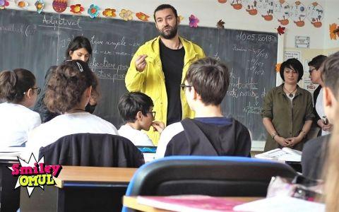 VIDEO Smiley, surpriză pentru un elev din Capitală. Ce s-a întâmplat când a intrat în clasă, la ora de Română