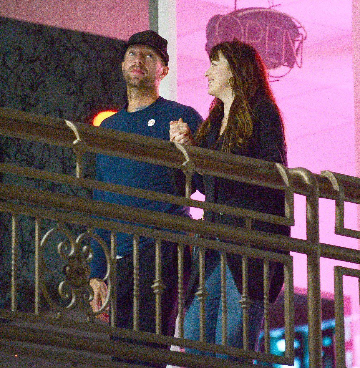 037fd896327 ... nu au confirmat oficial niciodată că se întâlnesc şi nu au vorbit cu  presa despre relaţia lor, însă cu puţin timp în urmă şi-au făcut tatuaje de  cuplu.