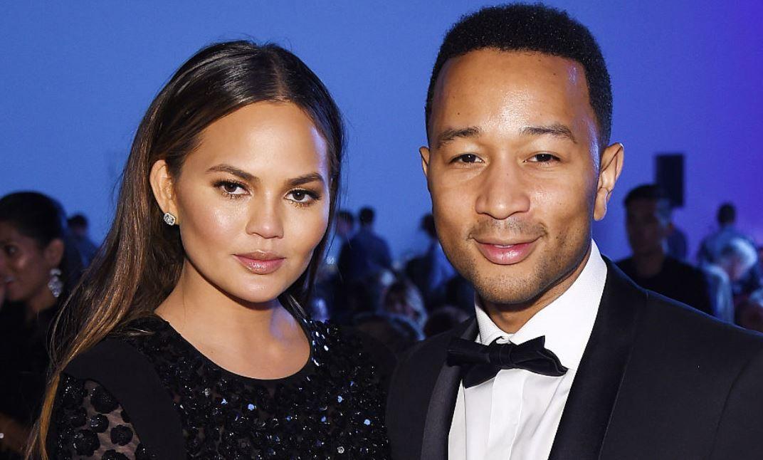 Chrissy Teigen, soția cântărețului John Legend, a postat primul videoclip cu băiețelul lor. Cât de drăgălaș este Miles