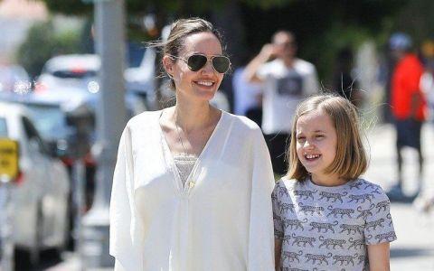 S-a scris că a slăbit prea mult, dar acum arată minunat. Cum a fost surprinsă Angelina Jolie