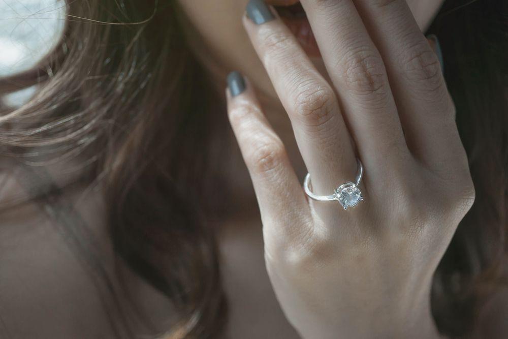 (P) Inelul de logodnă de aur alb cu diamant ndash; perfect pentru aleasa inimii tale