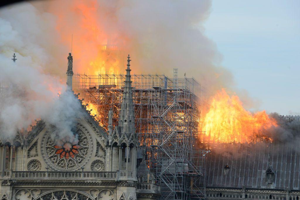 Cauzele posibile ale incendiului de la Notre Dame. Ce spun anchetatorii