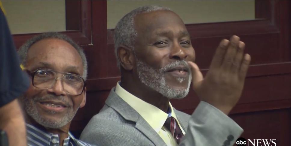 Doi bărbați au petrecut 43 de ani în închisoare nevinovați! Aflați povestea care a emoționat lumea întreagă