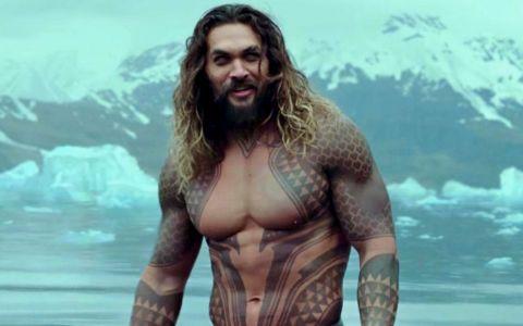 În Aquaman e ca sculptat, dar realitatea e un pic diferită. Cum arată abdomenul lui Jason Momoa fară photoshop