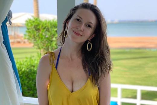 Adela Popescu, apariție sexy pe plajă. Cum arată în costum de baie după două nașteri