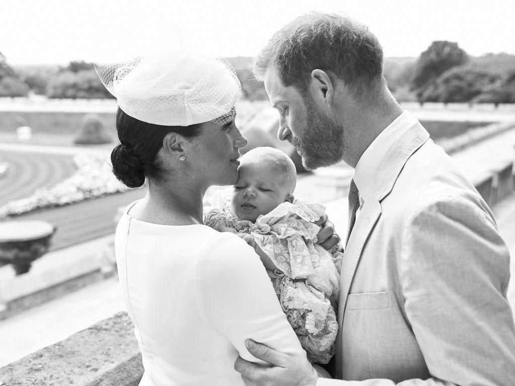 Harry și Meghan l-au botezat pe Archie. Primele poze oficiale