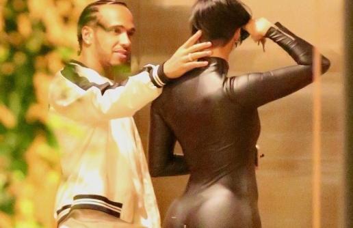Lewis Hamilton, surprins de paparazzi cu un super model la petrecerea lui Kevin Hart