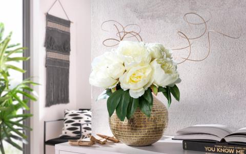 (P) Îți plac aranjamentele din flori artificiale? Iată cum le faci să arate spectaculos!